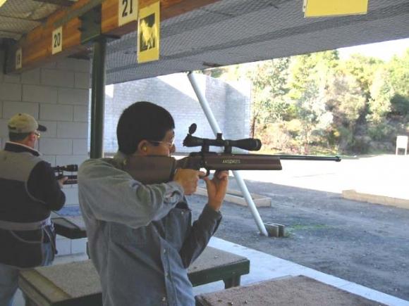 Dexter Tahara and his Anschutz 54.18 (Silhouette class)